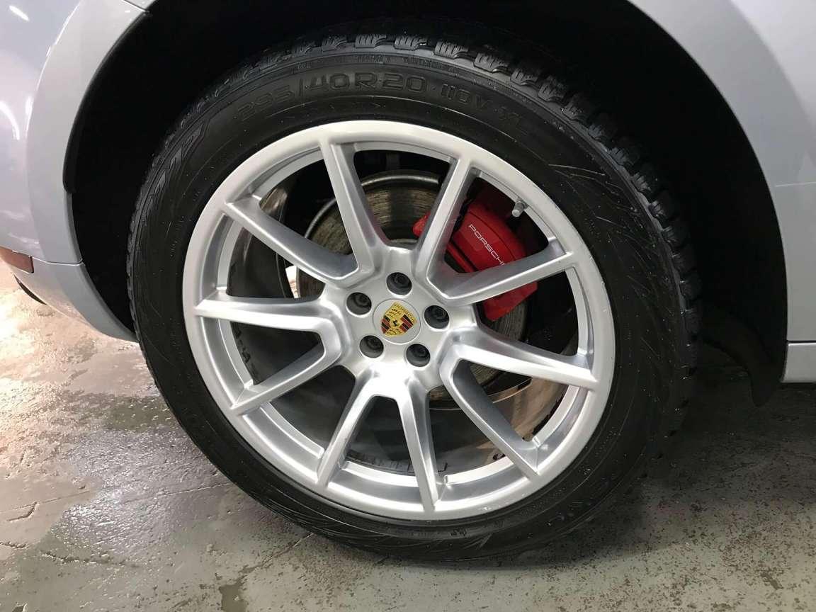 Детейлинг кузова и салона в Porsche Macan