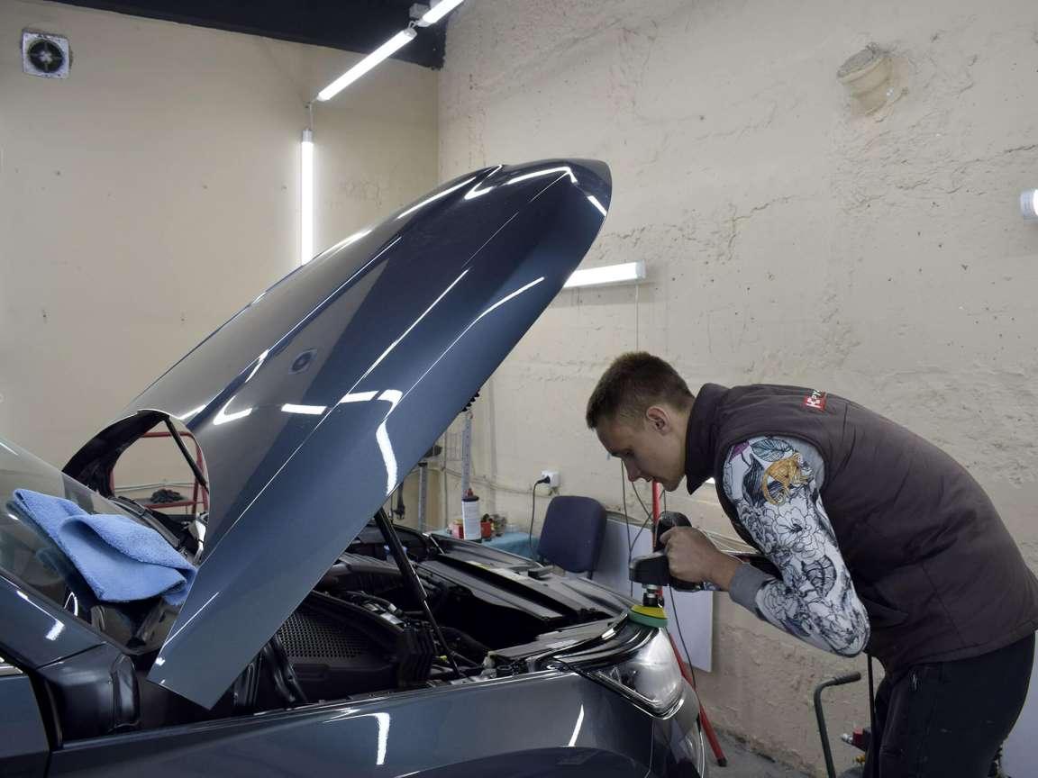 Skoda Kodiaq детейлинг мойка двигателя и полировка кузова